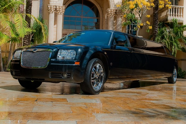 8 Person Chrysler 300 Limo Service Los Angeles