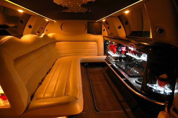 8 Person Lincoln Limo Service Los Angeles