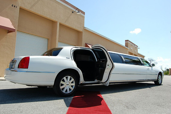 8 Person Lincoln Stretch Limo Los Angeles